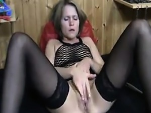 Cam Slut Using A Brush On Her Pussy