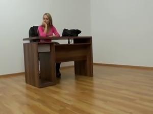 Braucht sie den Job wirklich so dringend