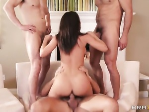Jada Stevens fucks the cum out of Erik Everhards worm with her back swing