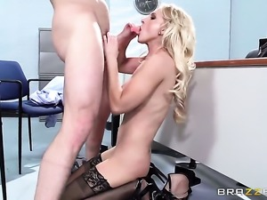 Johnny Sins pulls out his man meat to fuck cute Alix Lynxs throat