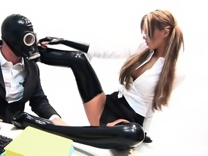 Kinky latex babe loves to get a good hard fuck