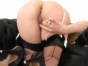 Cheating british mature lady sonia presents her huge jugs