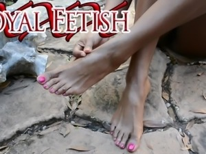 Jet Setting Jasmine Barefoot in the Garden FOOT FETISH POV