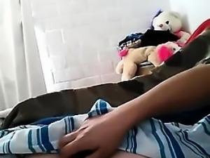 Dormida tocandole tetas