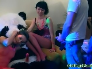 Amateur coeds jizzed in mouth at orgy