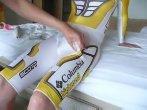guy gets wanked in latex sports-trousers