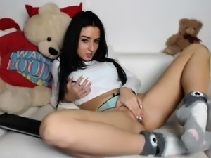 Attractive girl drops her clothes to reveal her amazing tit