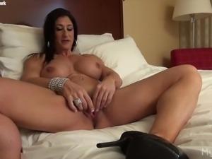 Muscle MILF Masturbates Her Big Clit
