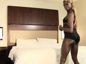 Twerking tranny showing asshole closeup