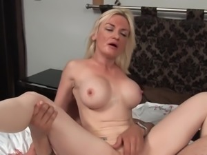 55y very pale mature getes anal and pussyfucked