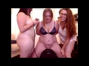 My 2 girlfriends help me with my FIRST Sybian ride!!