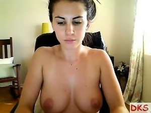 Brunette with nice tits and ass gives her audience a great
