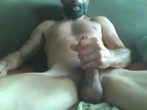 Mature muscle hunk shooting a huge load