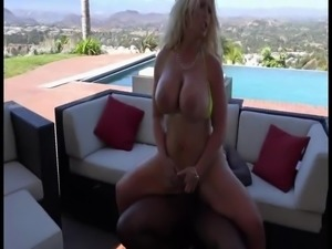 BBC fucks hot Cougar outside