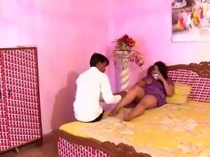 Hot Busty N.Indian Aunty's HUGE Boobs Nipple Slip