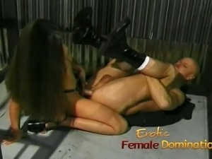 Slutty brunette playgirl gets to fuck her kinky prisoner har
