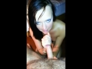 SUTTY BRUNETTE GIVES GREAT HEAD