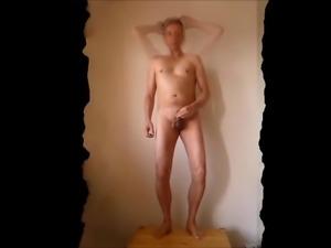 P0556 red tube Italia uomo nudo che balla pubblicamente sul tavolo 7c8a1