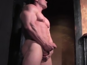 BODYBUILDER ESCORT BIG ALEX CAMSHOWS on www.FLEX4CASH.COM