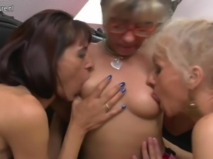Lesbo moms fuck hairy granny kinkyandlonelyco
