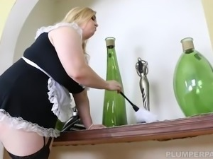 Busty Blonde BBW Nikky Wilder Takes It Deep in Her Ass