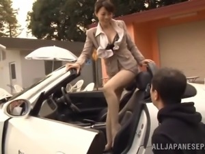 Smar-lokking Japanese milf enjoys rear pounding outdoors