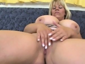 Hot big breasted housewife mom pla Daisy from 1fuckdatecom