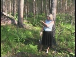 Soldier finds an old lady in the woods and fucks her