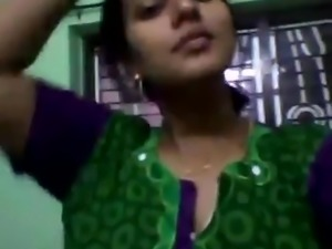 DESI BHABHI EXPOSING BOOBS ON WEBCAM
