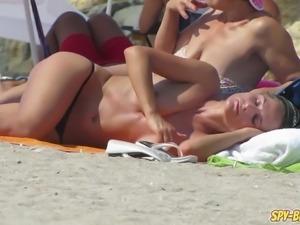 Horny Topless Teens -  Big Tits Voyeur Close up Beach Video