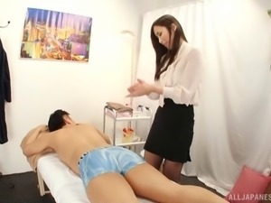 Yuna always gives her customers a cock sucking after the massage