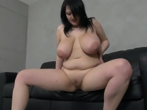 Saggy and sexy huge natural tits on a solo girl