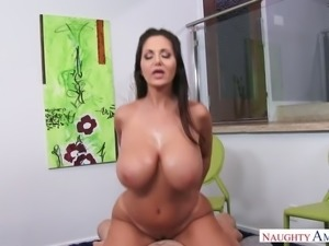 Such a hot busty woman like Ava Addams definitely knows how to fuck