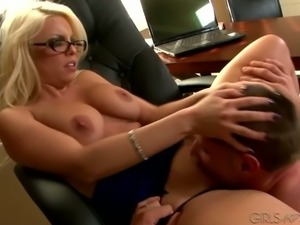 Four eyed yummy MILF Brittany Amber had dirty oral sex with wild dude in the...