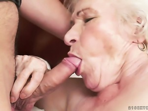 Mature takes mans meat pole up her love box