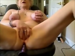 Mature wrinkled whorable bitch was fucking her old holes on webcam