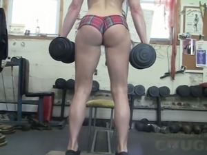 Sporty alluring auburn babe exposed her awesome curves in the gym