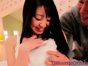 Japanese teen fingered before squirting