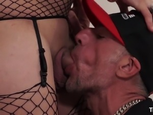 Mature shemale penetrates the tight asshole of a horny geezer