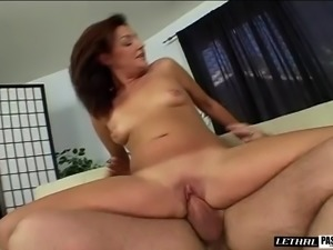 Bobbie Lennox's lips ravished by a horny man's big cock