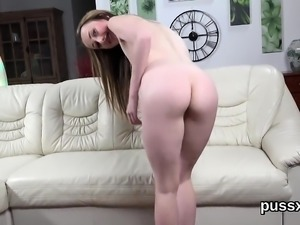Kissable czech cuties stretch their bootys with anal plug an