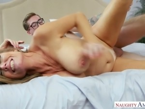 Four eyed tattooed BF fucks delicious busty mommy Darla Crane in sideways and...