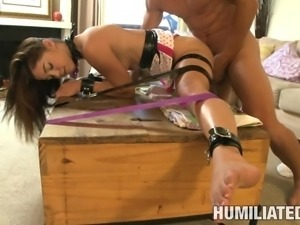 Cute Gigi Rivera tries her first bondage scene and gets off