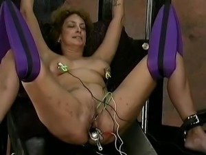 Whip my pussy please master