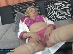 EuropeMaturE Old Blonde Lady Masturbating her Cunt