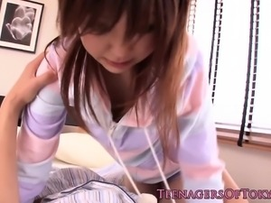Teen japanese girlfriend cumsprayed in mouth