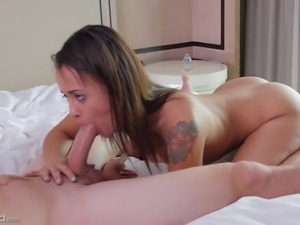 Big dude skewers petite anus of Holly Hendrix with his huge dong