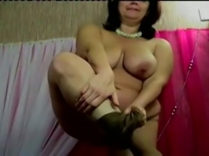 Chunky amateur webcam mature lady exposed her fat belly and ugly tits