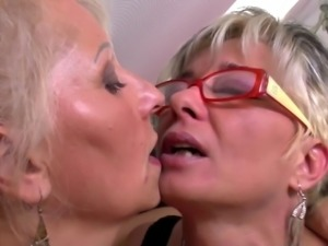 Perfect mature mothers at lesbian threesome