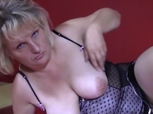 Short hair Viola moaning when drilling her pussy using toy